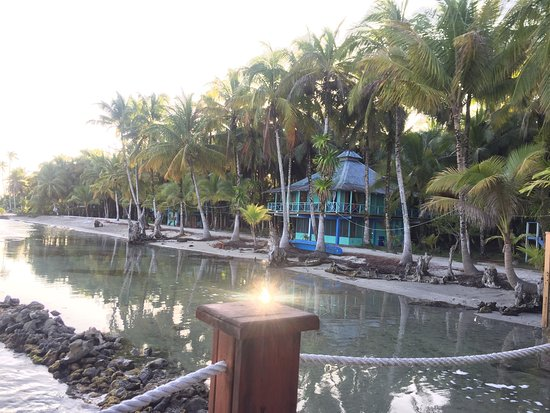 Buccaneer Resort: Feels like your in paradise! Not a five star hotel but a Real tropical Island experience! So hap