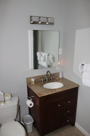 Douglas House: Bathroom