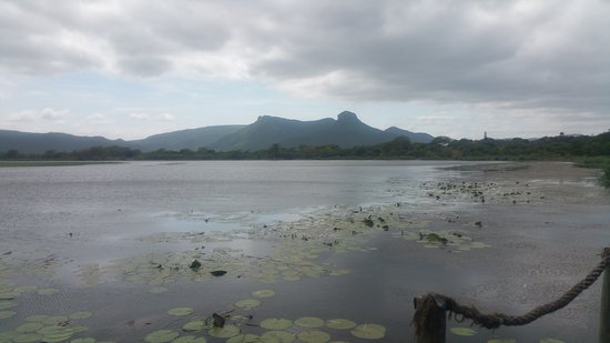 Mkuze, Sudáfrica: Lagoon with the legendary Ghost Mountain as backdrop!