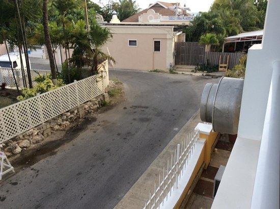 Ocean Two Resort & Residences: Room 210B noises extractor fanRoom 210B noises extractor fan