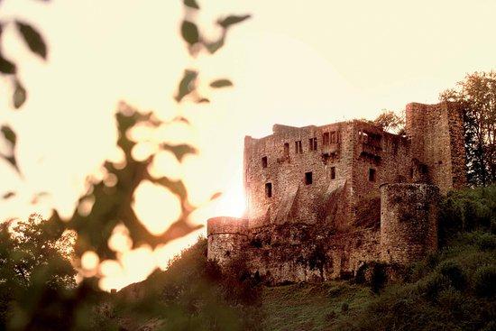 Romantisch ist die Ruine der Burg Freienstein in Beerfelden Gammelsbach.