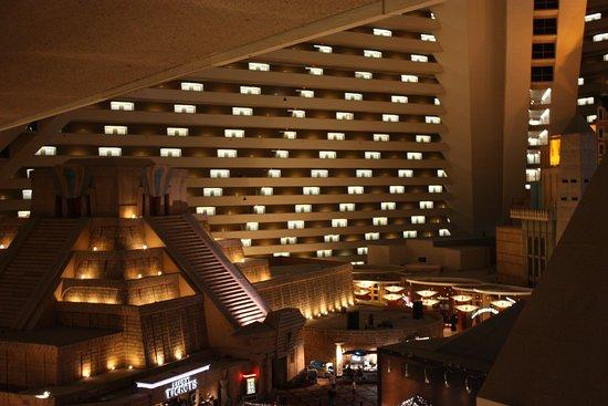 Interior del hotel picture of luxor hotel casino las vegas tripadvisor for Interior decorator las vegas nv