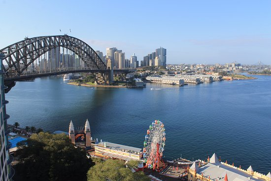 Milsons Point, ออสเตรเลีย: Gorgeous view from room.