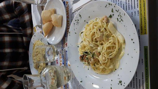 Fucecchio, Italia: Carbonara di mareeeee e pasta fritta