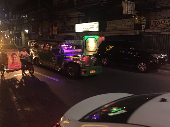 Red Planet Ermita, Manila: hotel street