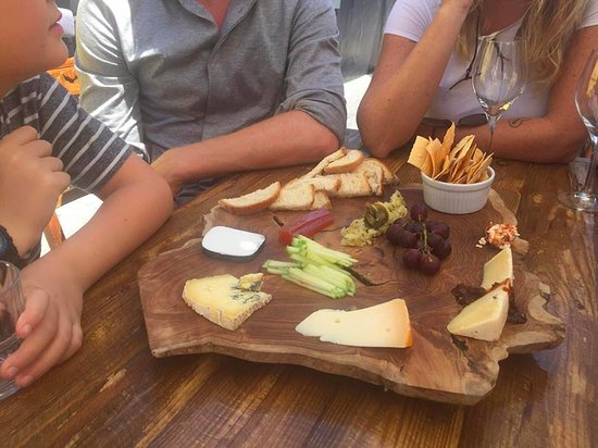 Cape Town, Afrika Selatan: Awesome cheeseboard, all South African cheese