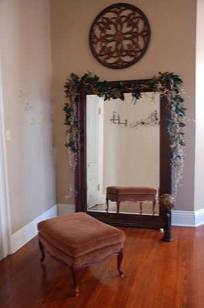 Abbeville, Louisiane : Grand mirror for Bridal Dressing service