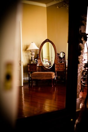 Abbeville, Louisiane : Makeup vanity for Bridal Dressing service