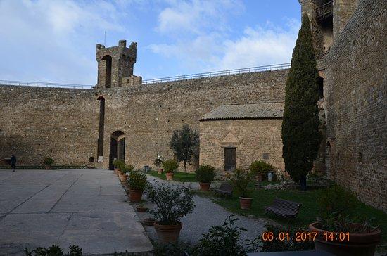 Montalcino, Italia: veduta all'interno della fortezza