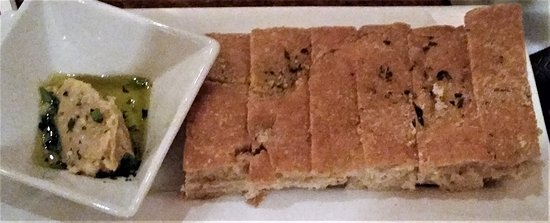 Ballston Spa, Νέα Υόρκη: Very light and airy rosemary focaccia with a white bean spread.