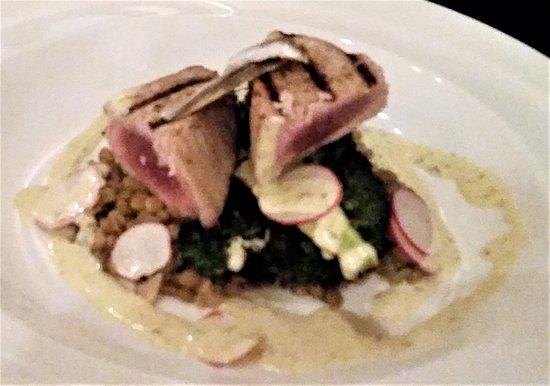 Ballston Spa, NY: Yellow Fin Tuna w/lentils, broccoli, radish, white anchovy & lemon-rosemary dressing.