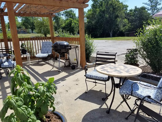 Fulton, MO: Kick Back and Relax on our Patio