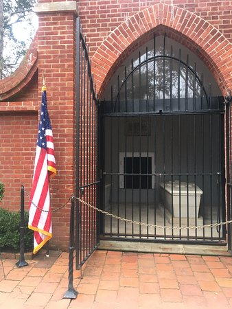 Mount Vernon, VA: Tomb of President Washington.