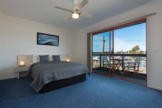 Mariners Cove At Paynesville Motel And Apartments