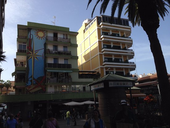 Aparthotel Tropical: Park Plaza left, Tropical right.
