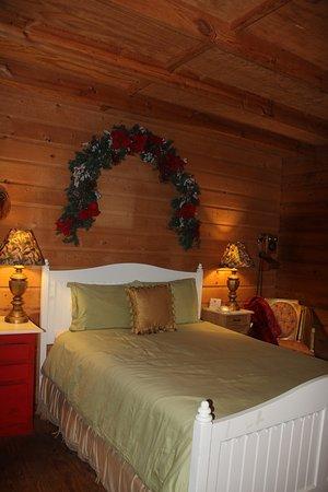 Mineola, TX: Inside the Kringle cottage.