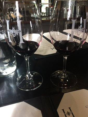 Rutherford, CA: グラスにXがあるのは飲み比べ用にサービスされたVintage違いワインです。