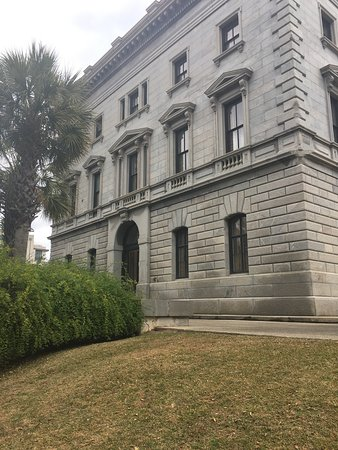South Carolina State House: Beautiful architecture and gardens.