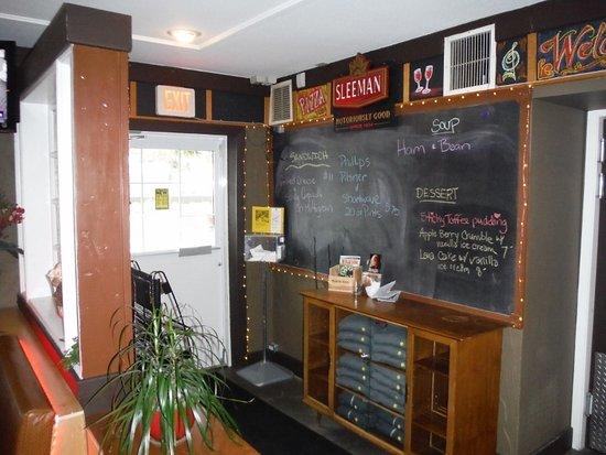 Courtenay, Canadá: INSIDE FRONT DOOR