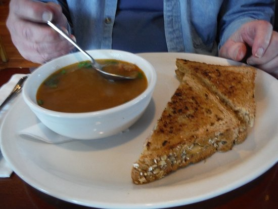 Courtenay, Canadá: SOUP AND SANDWICH