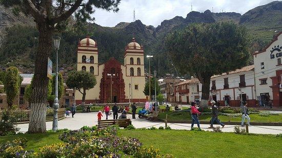 Huancavelica, Peru: Catedral desde la Plaza mayor