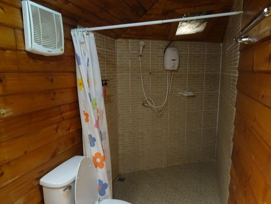 Tonsak Resort: Brusenice uden lys..... ud over et par lux ovenfra. Det er en ommer.