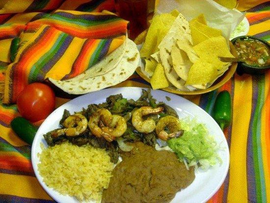 Portland, TX: Fajitas and shrimp plate
