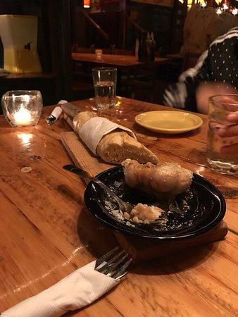Killington, VT: The Garlic - o melhor pão de alho!!!! O pão é servido quente e muito saboroso. Excelente!!!!