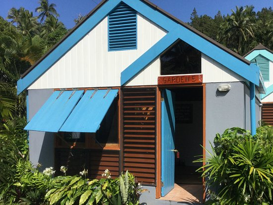 Garden hut home dzine garden a garden shed hut or wendy for Garden shed tripadvisor