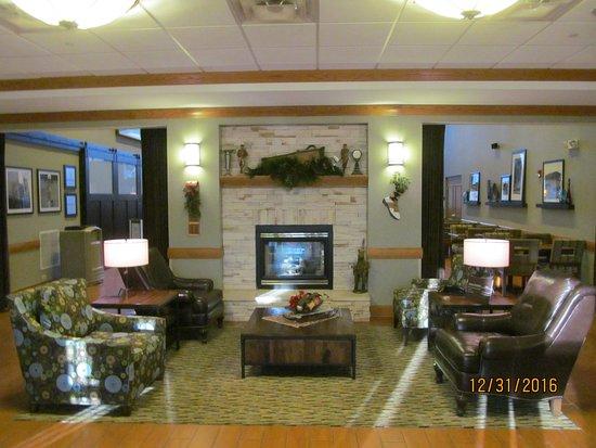 Aurora, IL: Lobby area.