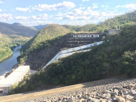 Khuean Srinagarindra National Park: Blick zur Talseite auf das Wasserkraftwerk