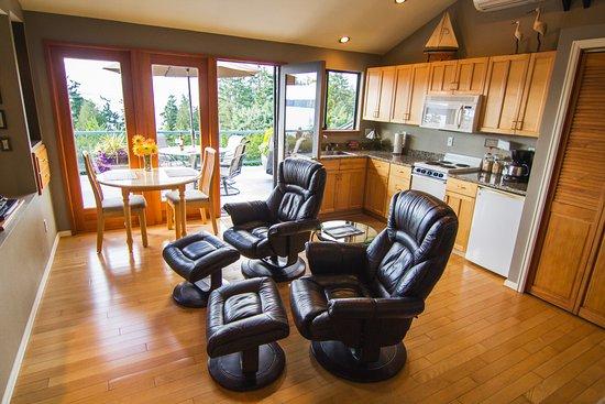 Burien, วอชิงตัน: Full furnished kitchen.
