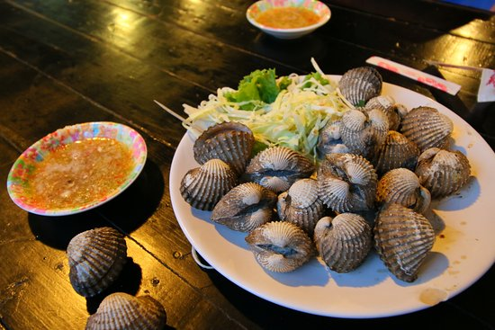 Pak Nam, Thailand: Grilled cockles with side sauce to go with