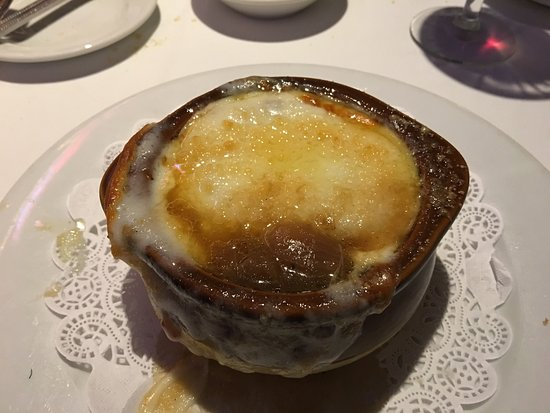 Μπέλμοντ, Καλιφόρνια: Fabulous French onion soup, try the chopped salad that's placed in a large onion ring. For deser