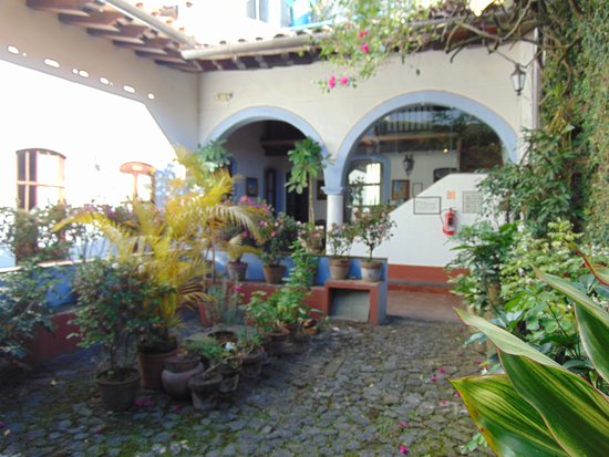 Meson del Alferez Coatepec: courtyard