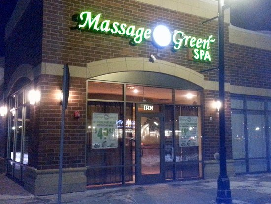 Algonquin, IL: front of & entrance to Massage Green Spa