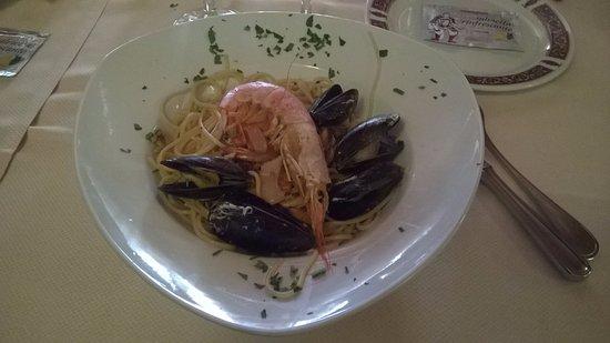 Latisana, Italia: Spaghetti frutti di mare.