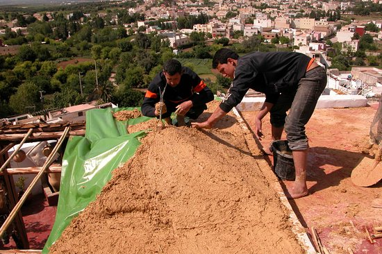 Dar KamalChaoui: Renovation with Mud and Straw, renovation du toit avec paille et Boue
