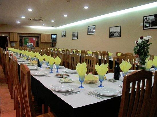 Marinha Grande, Portugal: Sala Restaurante em modo grupo