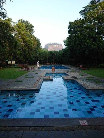 Hotel Sigiriya: ホテルの写真案内と同じ風景に感動!