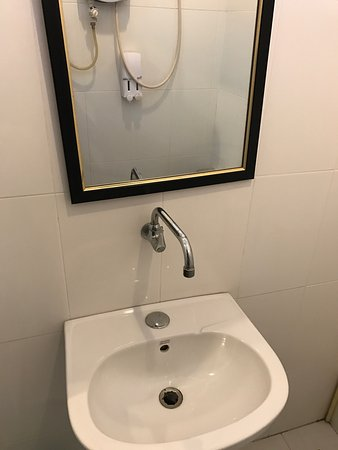 SP Vientiane Hotel: i couldn't use wifi but there is nice terrace connect to the hotel robby so i spend most of my t
