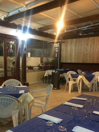 La terrazza coperta. - Picture of Pizzeria Ciro, Balestrate ...