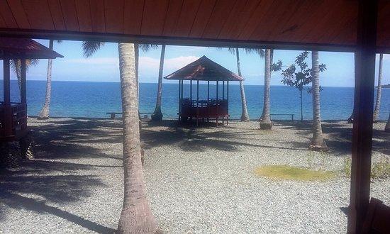 Ampana, อินโดนีเซีย: Pantai pribadi
