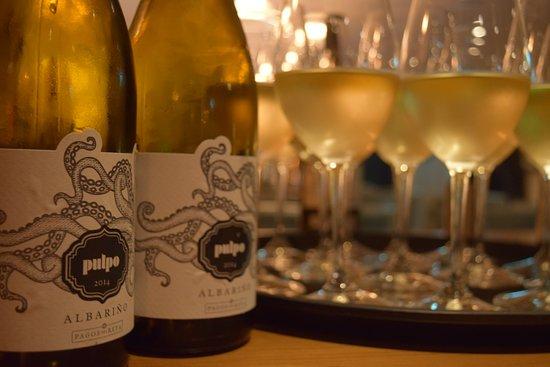 Tideswell, UK: Pulpo Albarino white wine served at The Merchant's Yard