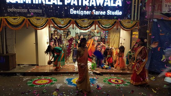 Khandala, India: Ramniklal Patrawala Saree Studio.  since 1972. (actual image from the location)