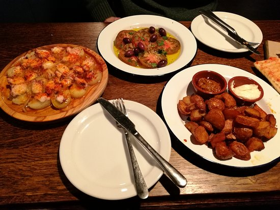 Curado Bar: Pulpo feira, ensalada de tomate and patatas bravas