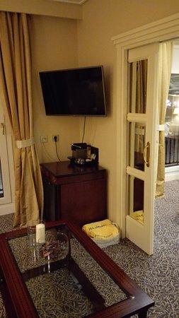 Hotel de Londres y de Inglaterra: Petit salon de la chambre