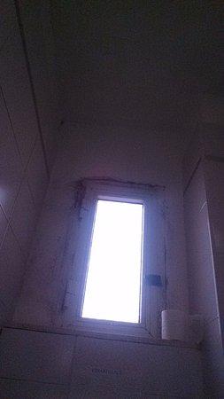 Muffa nel bagno - Foto di Cesar Palace Guesthouse, Roma - TripAdvisor