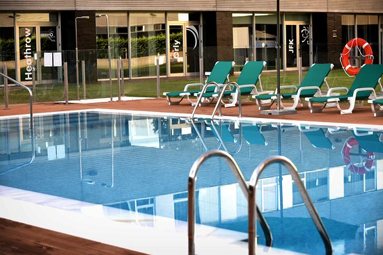 Axor feria hotel updated 2017 prices reviews madrid for Piscina barajas