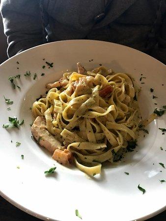 IL Colosseo Italian Restaurant : Tagliatelle al pesto